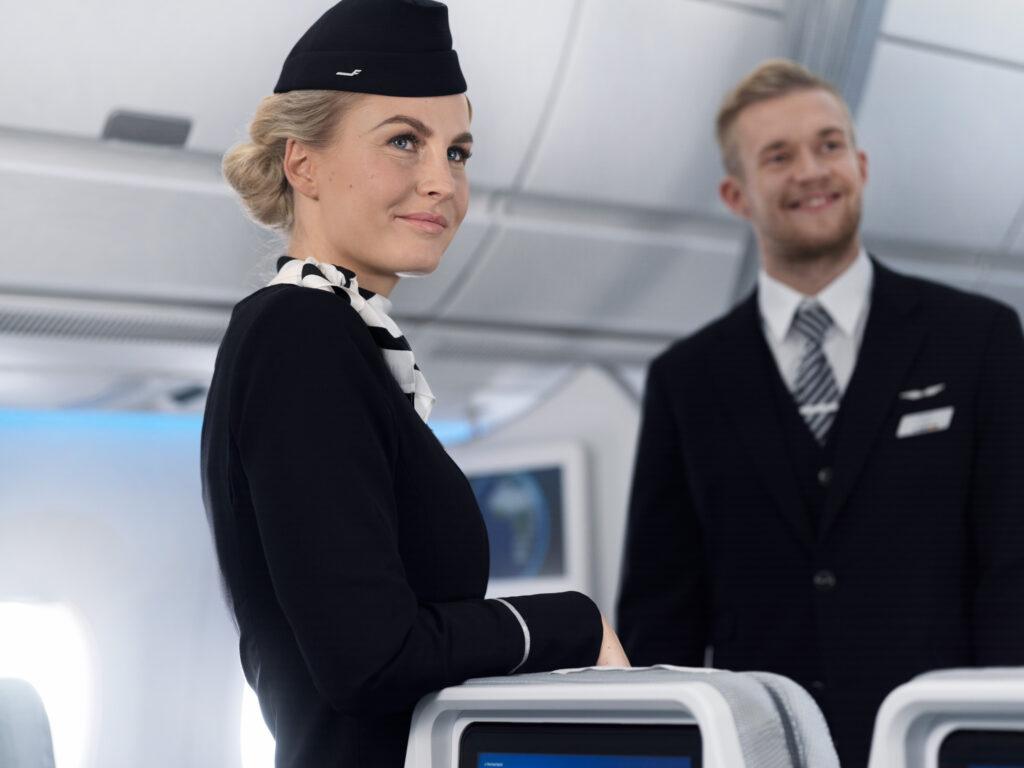 Kauppalehti: Lomautettujen lentoemäntien koulutus terveysalalle alkaa Suomessa – rahoitus kerätään yrityksiltä